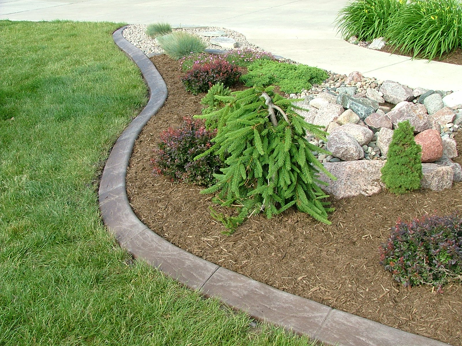 Create Solid Boundaries in Your Lawn and Garden with Home Depot Landscape Edging: Home Depot Flagstone | Home Depot Landscape Edging | Garden Edging Lowes