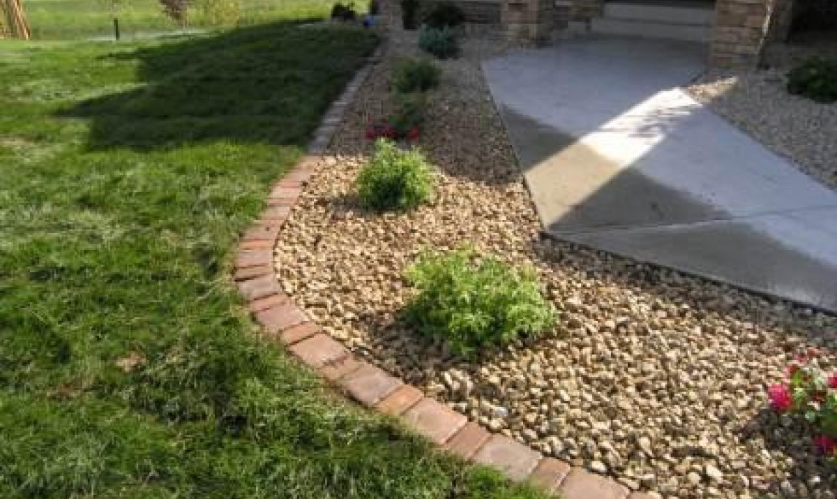 Create Solid Boundaries in Your Lawn and Garden with Home Depot Landscape Edging: Rubber Edging | Home Depot Landscape Edging | Driveway Edging Materials
