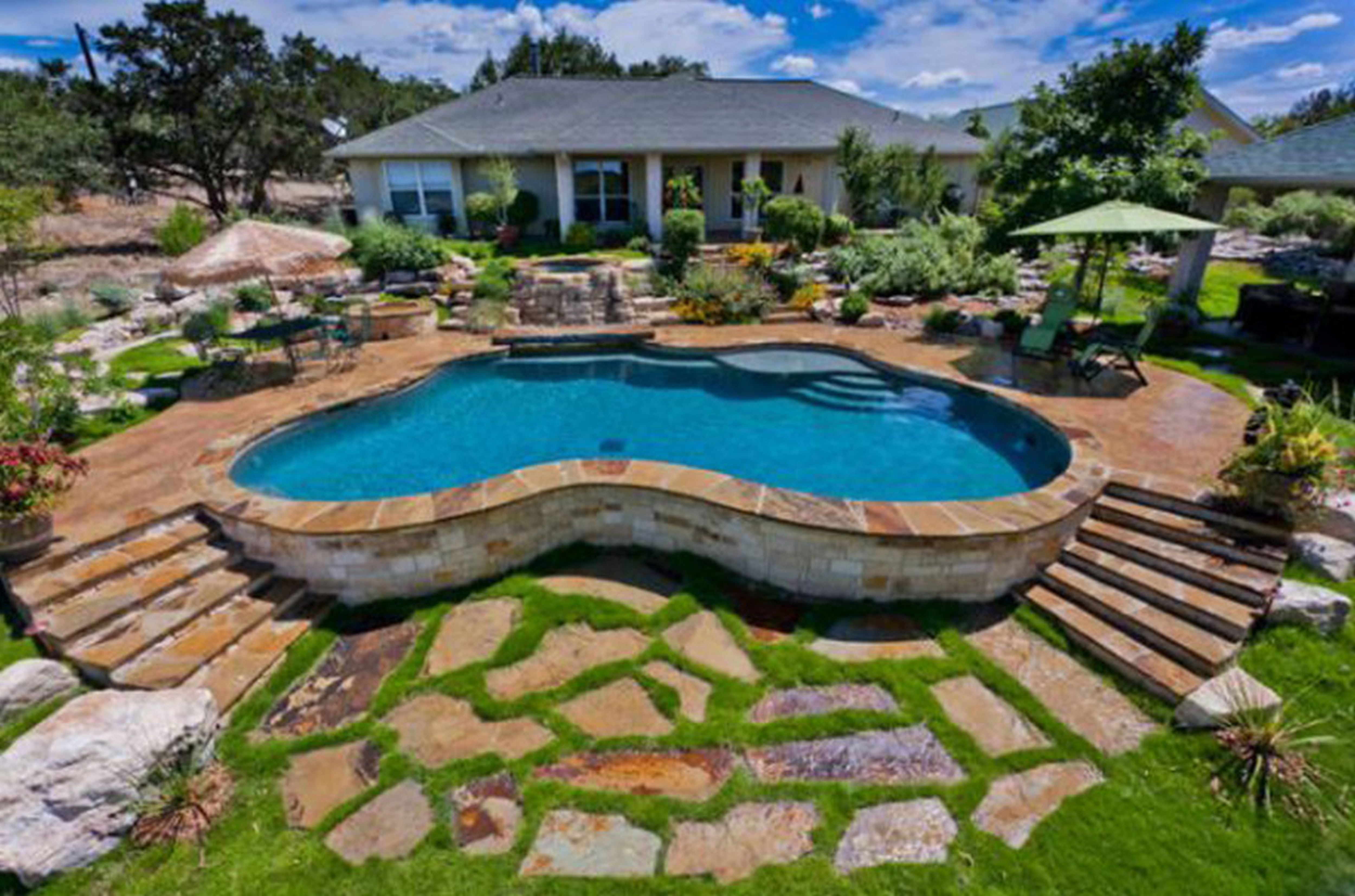 Backyard Pool Designs | Designer Pools and Spas | Mini Inground Pools