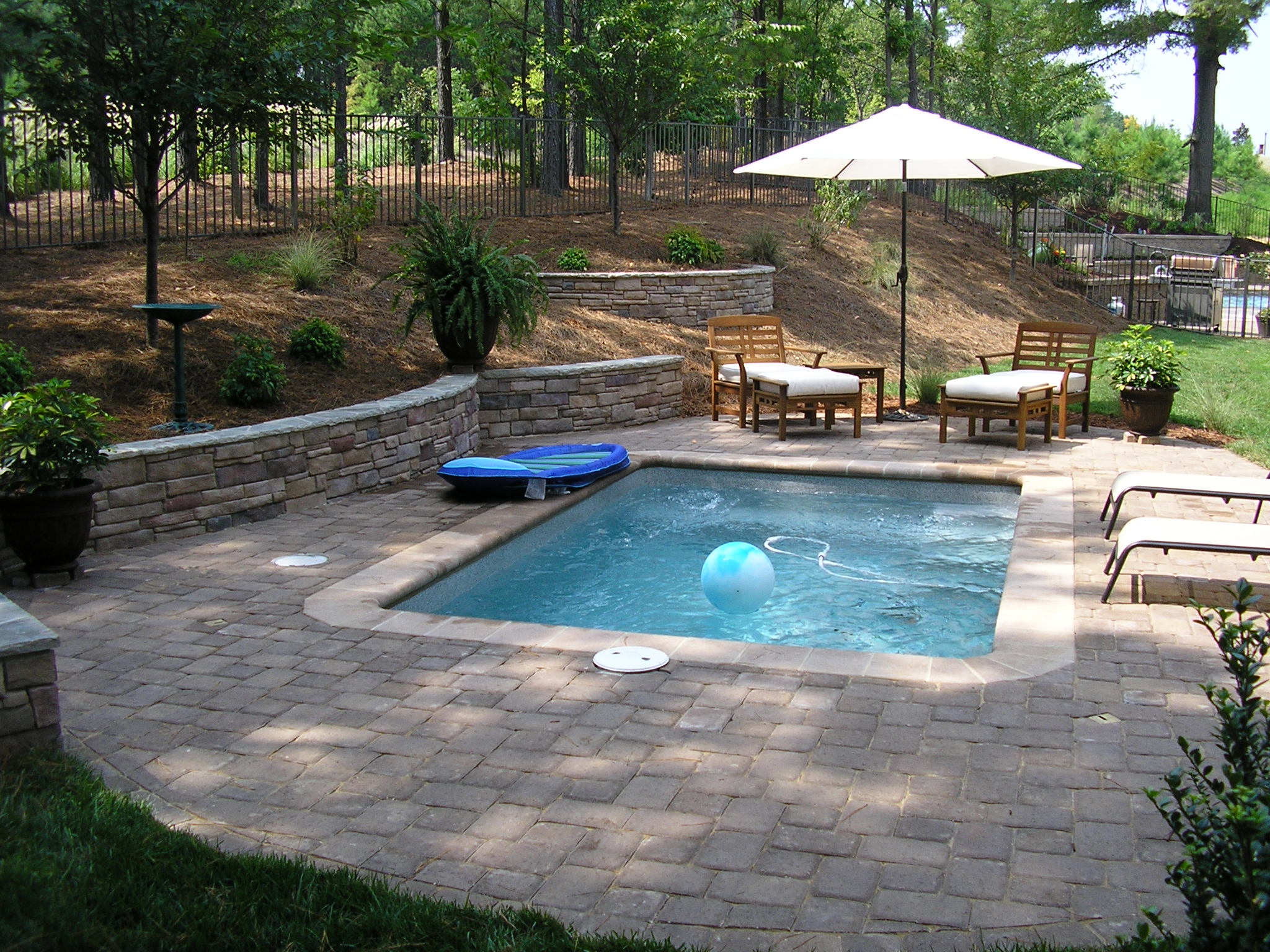 Cool Backyard Pool Designs for Your Outdoor Space: Houzz Backyards | Backyard Pool Designs | Custom Built Swimming Pools