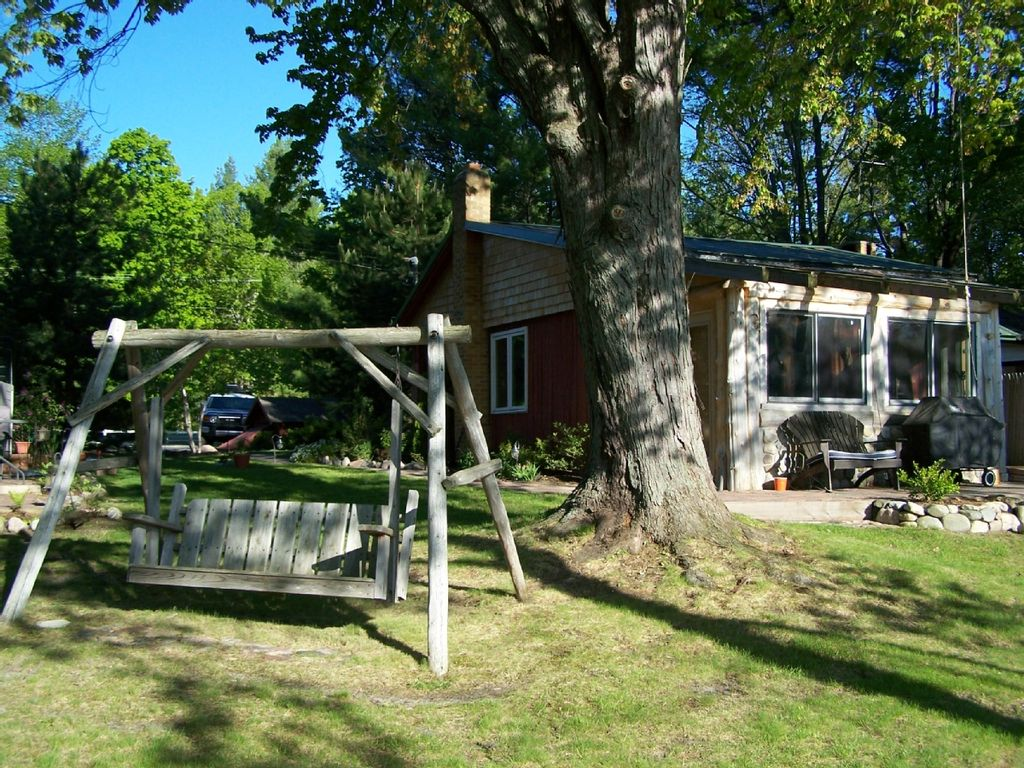 Michigan Cabin Rentals on Lake | Northern Michigan Cabin Rentals | Leelanau Vacation Rentals