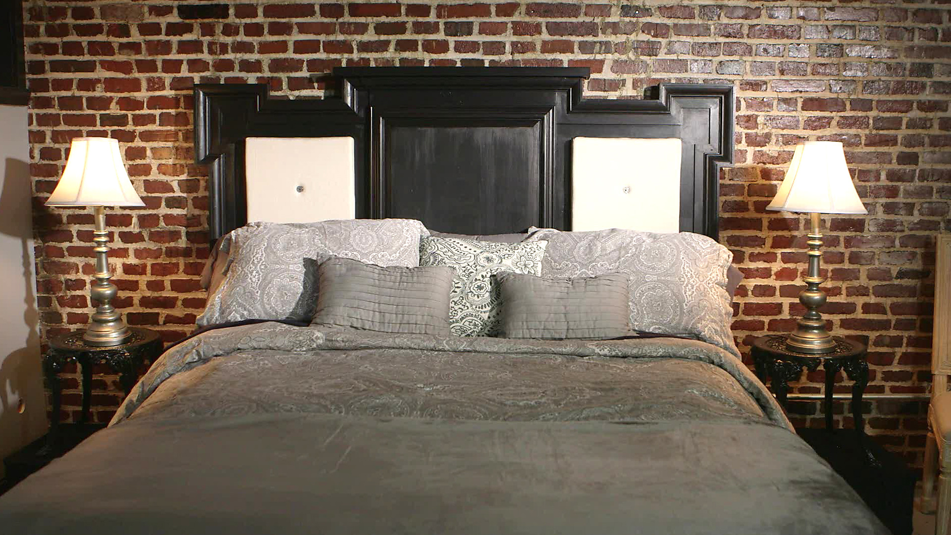 Bedroom Brings Exceptional Warmth To Your Bedroom With